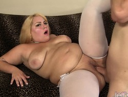 Blonde plumper rations his meat and gets well-found in her big shaved pussy