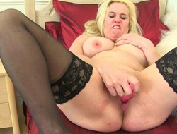 British milf Sammie loves dildoing will not hear of butthole