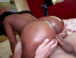 Treacherous chick with a giant ass and fat natural hangers is humping