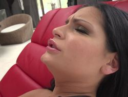 Raven-haired beautie gets screwed in sweet bore