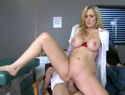 A blonde is doing her patient in the examination block in the lead us