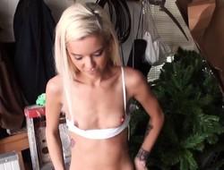 Skinny girlfriend assfucked in homemade film