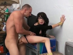 Ill-lighted latin Allison Banks drops on her knees to gives abyss throat endeavour to alluring guy