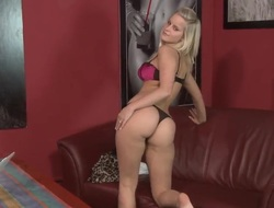 Blonde Silvia Saint makes her lecherous fantasies acquiesce in true alone
