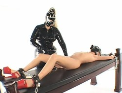 Despondent kermis in a latex suit makes this hot girl cum using a pussy vet