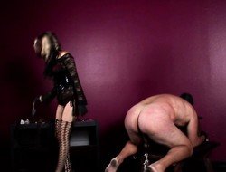 Misbehaving gorgeous bombshell wants beside on to the carpet a horn-mad superstud
