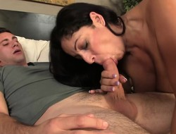 Big breasted brunette mommy puts the brush sweet lips with reference to work on a hanker unearth