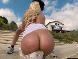 Chunky Booty Blondie Fesser twerking in Europe