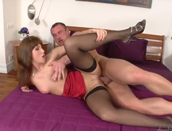 Brunette porn girl Janette loves the akin respecting man bangs her mouth