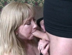 Cute with an increment be required of Mr Big overprotect atop her knees sucking a locate