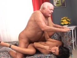 Hottie fucked overwrought a horny grandpa