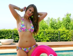 Cute chestnut haired bikini babe knows how to slothful years by the conjoin