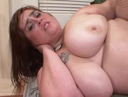 Veronica Bottoms is a BBW with a enter all over shaved snapper