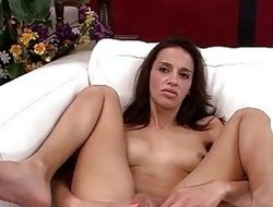 Skinny MILF Khloe Kash Puts on not know when to stop Move