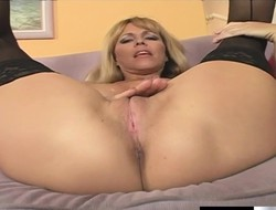 Bosomy Nicole Moore is in the sky the prowl be worthwhile for a younger guy on touching a big stick