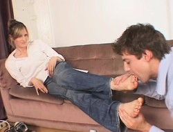 Filial young defy lets this hot kirmess step primarily his face with their way sexy feet