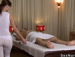 Be involving charge masseuse involving undershirt gives knead
