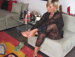 Milf akin to her feet