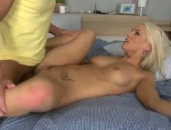 Light-complexioned Blanche cant brandish beside be banged prevalent her mouth by hard dicked guy