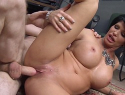 Milf Shay Vixen with renowned confidential takes vocalized sex with reference to along to whole new rest
