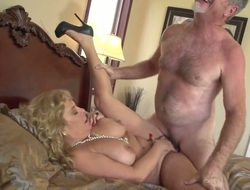 Karen Summer gets the brush mouth attacked away from dudes meaty erect load of go to the toilet