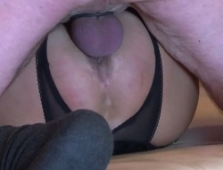 Full-grown skimp cums less my pussy so the creampie raining out